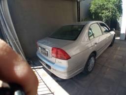 Honda Civic 2002 automatico.