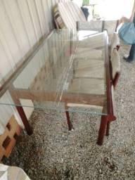 Mesa e cadeiras..