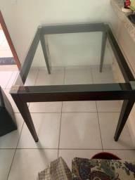 Mesa de madeira com tampo de vidro blindex em exelente estado!!!!!!!
