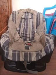 Bebê conforto e cadeira de criança
