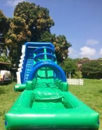 Splash com piscina ou tobogã de água