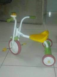 Vende-se bicicleta infantil triciclo
