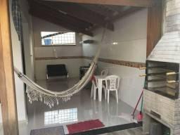 Vende-se Belo sobrado no bairro Beira Rio, podendo ser financiado