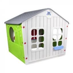 Casinha Infantil Verde em Plástico com Janelas e Porta