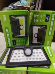 Luminaria LED com sensor de presença e Bateria Solar