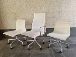 3 Cadeiras Giratórias Brancas