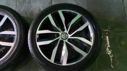 """Rodas 17"""" do Golf Highline com pneus Michelin seminovos"""