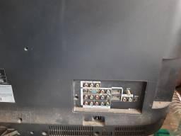 TVs a venda quebradas são 4 conserto/sucata