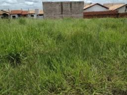 Vende se um terreno em Naviraí ms quitado