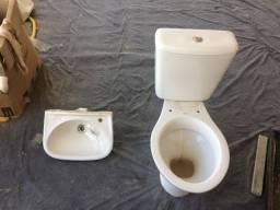Conjunto cuba para banheiro e vaso sanitário.