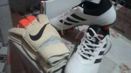 Luva nike e chuteira Adidas
