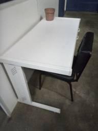 Mesa de escritório com 2 gavetas (semi nova)
