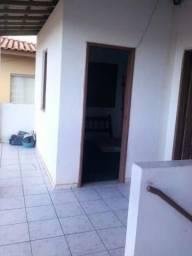 Alugo quartos no Petrolar, próximo a rua Bahia
