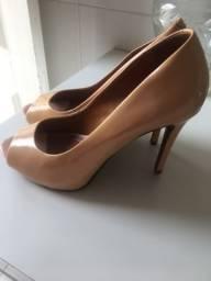 Vendo sandália Schütz 40,00