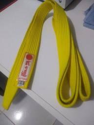 Faixa de karatê amarela e vermelha G