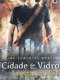 Livro Os Instrumentos Mortais, Cidade de vidros.