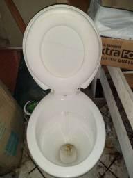 Vaso sanitário bem conservado