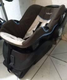 Carrinho 3 rodas com bebê conforto