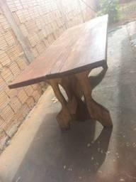 Mesa de madeira com 6 cadeiras de madeira