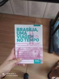 Livro Brasília, uma viagem no tempo (livro usado)
