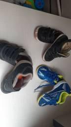 Três tenis de menino tamanhos 21 e 23
