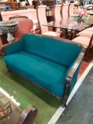 Sofa Imbuia entalhada Patas de leão R$ 2.200,00