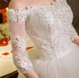 Vestido de noiva princesa ombro a ombro renda e apliques