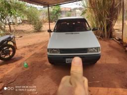 Carro uno ex ano 2000 carro com som ótimo pneus ok ok só o ouro
