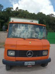 Caminhão M B 608