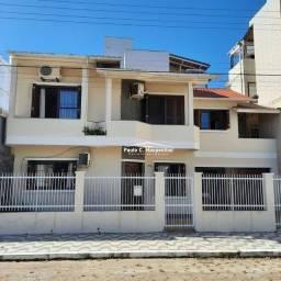 Excelente imóvel no centro da Praia, 80 metros do mar, com 04 dormitórios, sendo 02 suítes