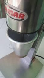 Batedor de Milk Shake Industrial Bermar BM 72 NR Inox 220v- Usado, bom estado funcionando.
