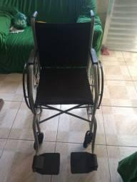 Cadeiras de roda e banho.