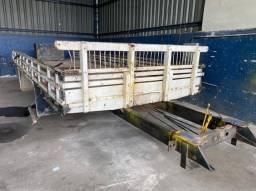 Carroceria de madeira com Sobre chassis