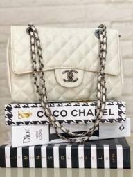 Bolsa Chanel disponível em duas cores lindas??