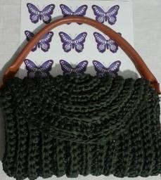 Linda bolsa de crochê com fio de malha