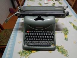 Relíquia!! Máquina de escrever marca Olivetti