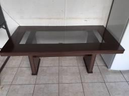 Mesa seis lugares madeira com centro de vidro