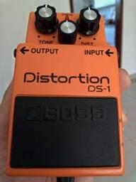 Pedal Boss DS-1 Distortion na caixa e com manuais
