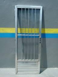 Porta de alumínio com vidro  tamanho 80x2,10