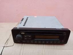Um toca CD e rádio ,original da Fiat