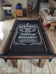 Mesa Tentação Quatro Pés Cor Imbuia Tecido Preto e Borda Jack Daniels Mod. KEUF0415