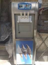 Vendo uma máquina de sorvete italianinha com o processador de milk shake