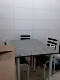 Mesa com 4 cadeiras 350,00