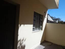 Almeida Imóveis aluga casa de 2 quartos no Paiva SG.