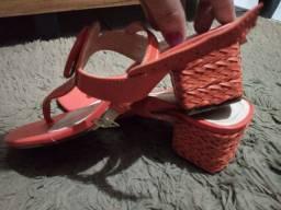 Vendo sandália da Constance tamanho 35