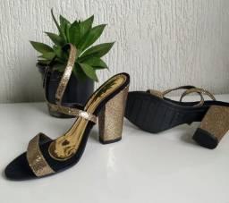 Sandália de Salto Grosso Dourada
