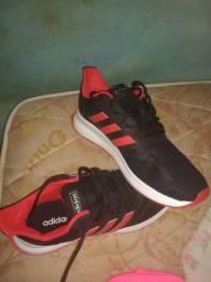 Vendo um tênis Adidas TAM 42