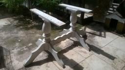 Pernas de mesa em estilo colonial
