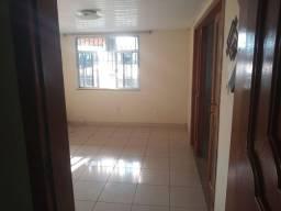 Alugo casa uma suíte , sala conjugada, área de serviços, independente. 650,00 mensal