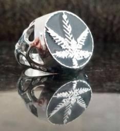 Anéis metálicos prateados